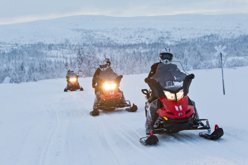 snowmobilen personeelsreis naar Lapland motivation travel